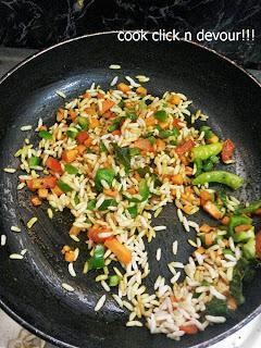 Arisi pori upma (Puffed rice upma)