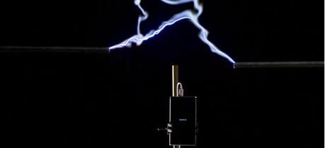 Harnessing the power of lightning to charge your mobile phone is much more impressive (and innovative!) than using wireless charging accessories for Lumia. The question is open, however, as to whether it is safer and more convenient.