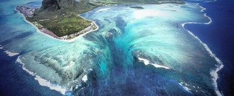 Natural Aerial Illusion of an Underwater Waterfall