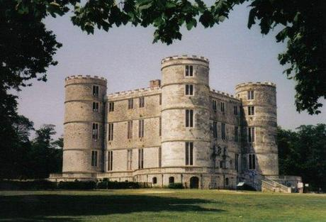 Lulworth_Castle_in_1999 Malory Towers possibly source goodreads dot com