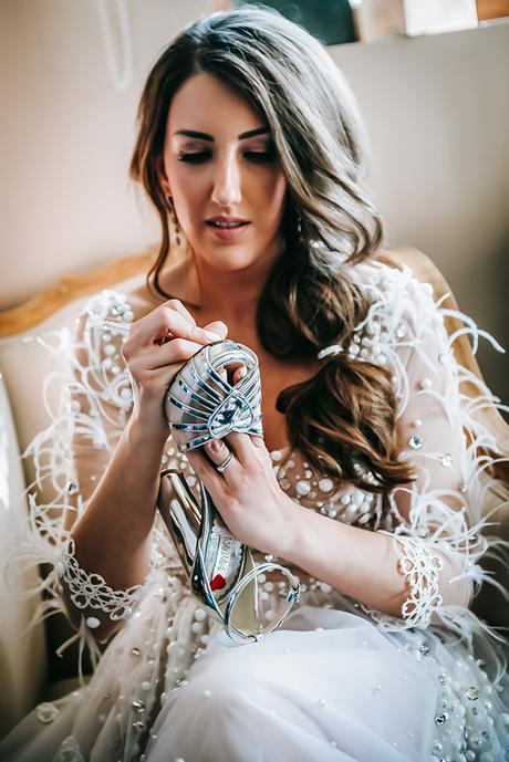 al-fresco-summer-wedding-athens-white-blooms-romantic-details_09