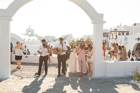 summer-romantic-wedding-santorini-white-peonies-roses_10