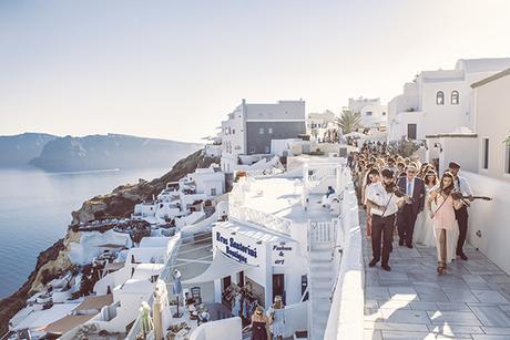 summer-romantic-wedding-santorini-white-peonies-roses_09