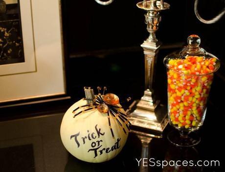 YES Spaces halloween pumpkin YS 700x536 Halloween Eye Candy Decor