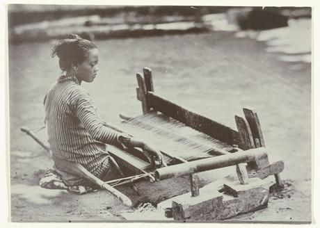 Early photography: Javanese Woman Weaving Cloth on a Loom – Kassian Céphas