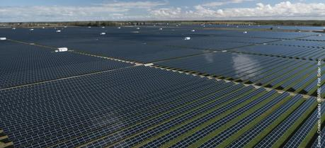 Uq First Solar To Build Largest Solar Power Plants In