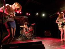 Vivian Girls Knitting Factory: Tuesday Friday
