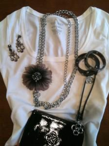 How to Accessorize a White T-Shirt