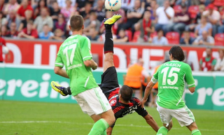 Derdiyok Scores Breathtaking Goal for Bayer Leverkusen