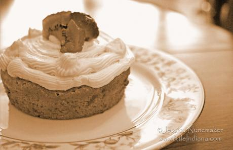 Delphi, Indiana: Beyond Garden Gate Tea Room Hummingbird Cake