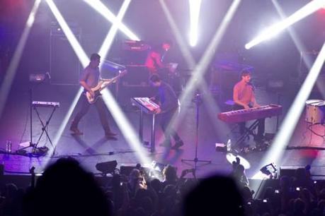 foster3 550x366 FOSTER THE PEOPLE SCORCHED TERMINAL 5 [PHOTOS]