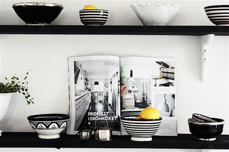 House tour:  A lovely Swedish home in black and white...