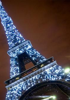 eiffel-tower-at-night-lights
