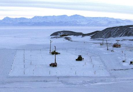Antarctic 2011: First Flights Into McMurdo Station