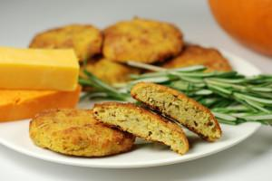 Low-carb pumpkin cheddar biscuits