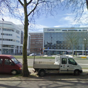 CORRECT: The Holiday Inn Express Antwerp North - NOT A RENAULT GARAGE OR CHURCH
