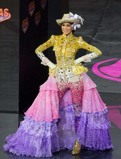 Miss Venezuela took on the maximalist approach of fashion editor Anna Dell Russo, and emerged on stage looking triumphant