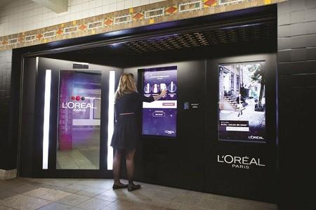 L'Oreal Paris intelligent shopping color experience in the NYC Subway