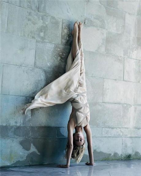steven-meisel-head-over-heels-640x796