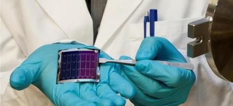 High efficiency, flexible CIGS solar cells on polyimide film developed using a new process.