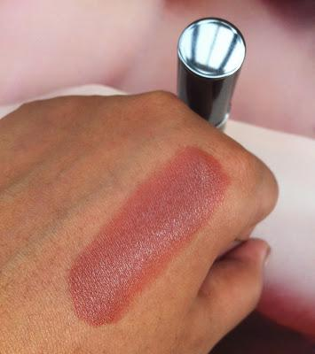 Great photo of absolute creme lipstick