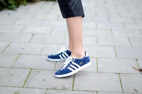adidas gazelle trainers sneakers navy look