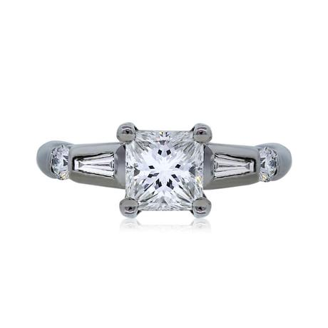 Princess cut engagment ring with tapered baguettes