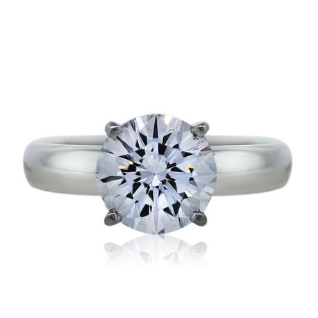 Round brilliant solitaire in platinum