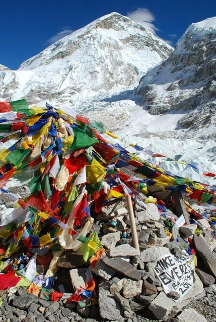 Oscar and Felix the Roaming Gnomes Make it to Everest Base Camp!