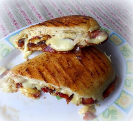how to make a toastie in a pan