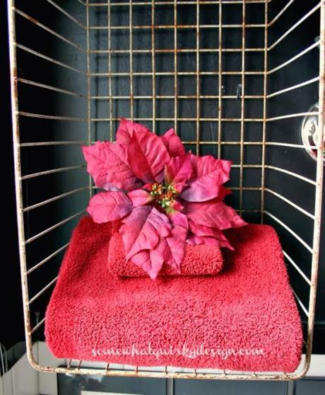 Poinsettia Bathroom