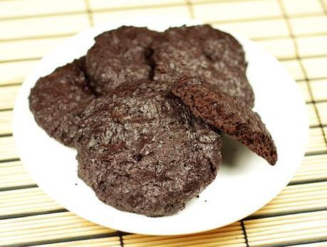 Low-carb flourless chocolate biscuits