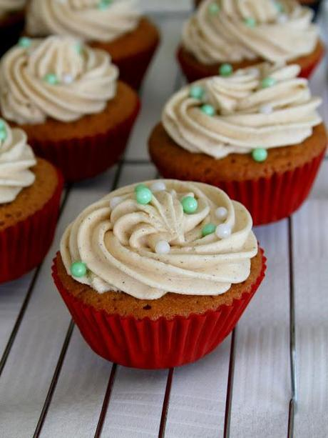 Gingerbread Cupcakes with Cinnamon Buttercream