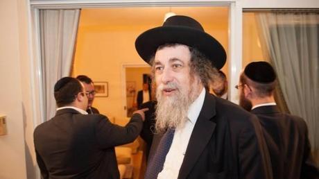 Queen of England to honor Yitzchak Shapira for work on behalf of Haredi community