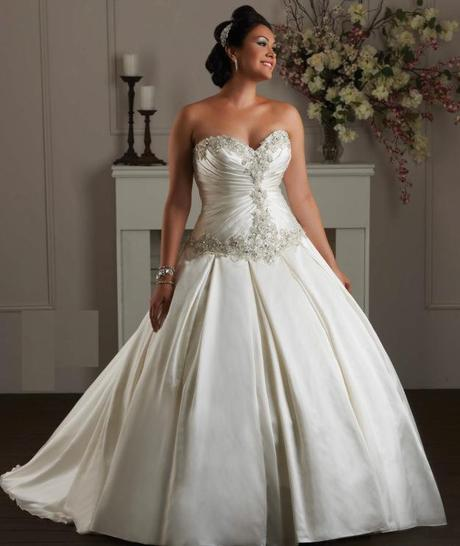 Wedding dress options for the curvy bride paperblog for Wedding dresses for short and curvy