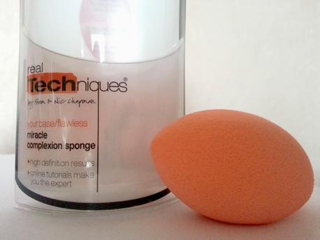 Review - Real Techniques Miracle Complexion Sponge VS. Beauty Blender