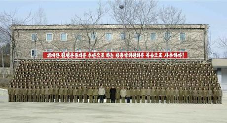 Kim Jong Un poses for a commemorative photo with service members and officers of the command of KPA Unit #534 (Photo: Rodong Sinmun).