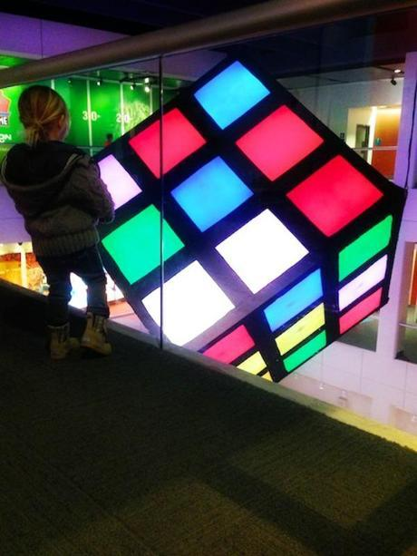 cube 208