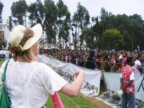 Jillian threw a frisbee into the crowd of Kwita Izina festival goers. gorilla naming ceremony