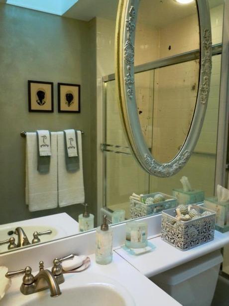 custom wall finish in a beautiful guest bath
