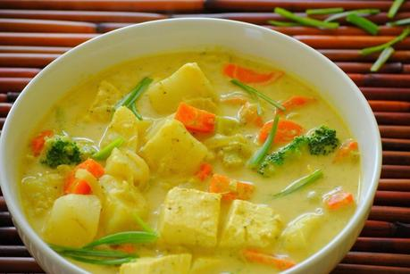 Thai yellow curry with vegetables