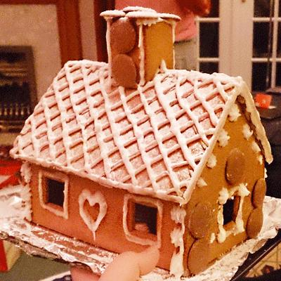 Ikea-Gingerbread-House-with-icing
