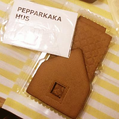 Ikea-Gingerbread-House-pieces