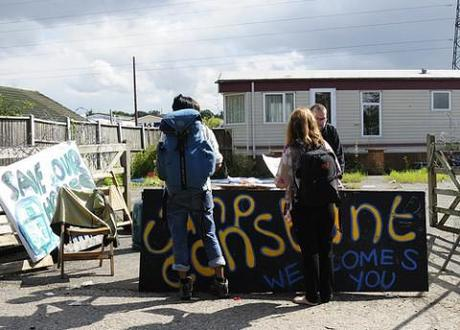 Protestors at Dale Farm. Photocredit: Save Dale Farm http://www.flickr.com/photos/dalefarm/6095686013/sizes/m/in/photostream/
