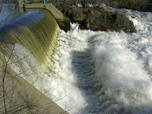 hydroelectricDam 300x225 Using Hydroelectric Power in Your Home