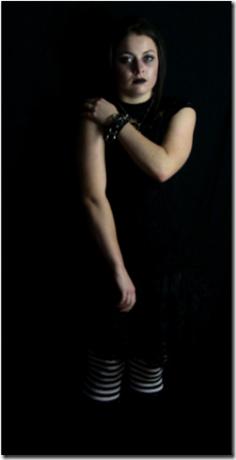 Phoebe Stolzenberger as Hyatt 2