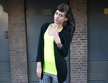Outfit: Neon Lights