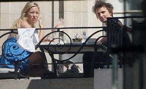 kate hudson matthew bellamy buenos aires 04192011 02 300x182 Celebrities in Argentina