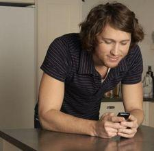 10 Text Messages Every Man Loves to Get