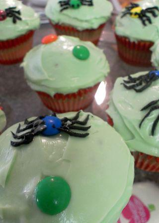 Spidery cupcakes - begin spider making